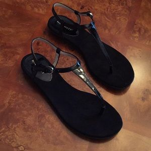 Nine West black patent thong sandal
